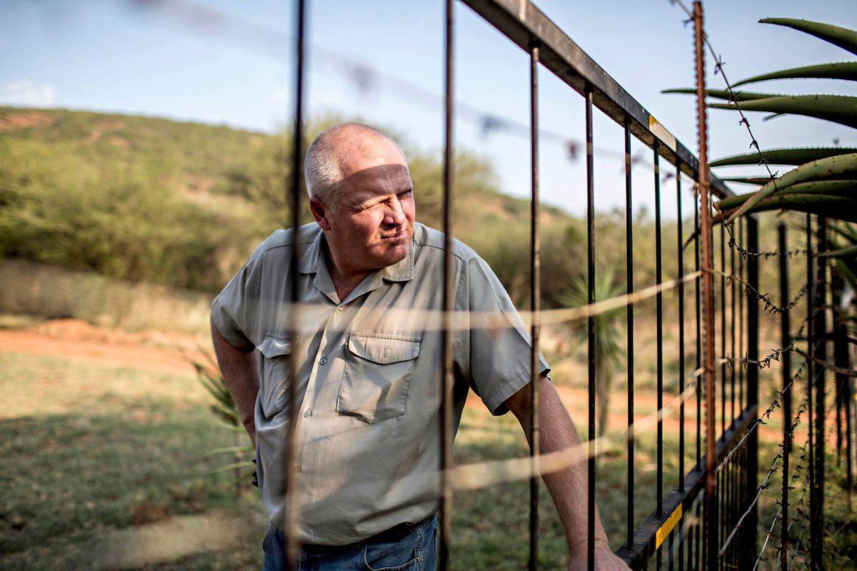 Piikkilangat suojaavat Piet Swanepoelin kiinteistöä Limpopon provinssissa.