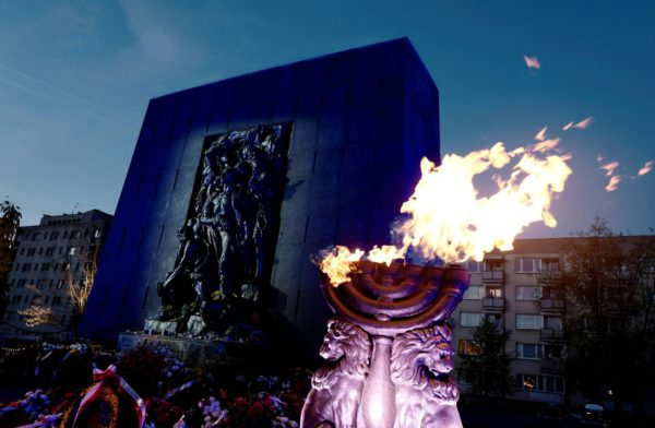 Varsovan geton muistomerkki kuvattuna kansannousun 75-vuotisjuhlissa huhtikuussa.