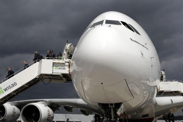 Airbus A380-800 lentonäytöksessä Berliinissä huhtikuussa 2018.