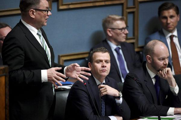 Pääministeri Juha Sipilä, valtiovarainministeri Petteri Orpo sekä eurooppaministeri Sampo Terho eduskunnan kyselytunnilla Helsingissä torstaina 3. toukokuuta 2018.