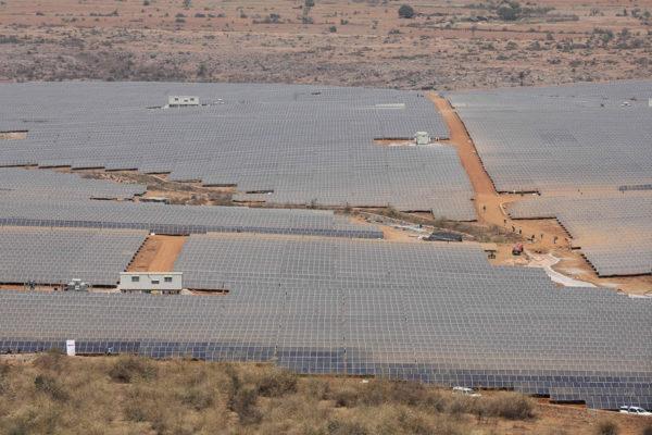 Uusi aurinkovoimala avattiin Intian Mirzapurissa maaliskuussa 2018.