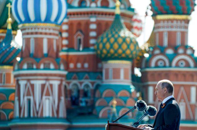 Presidentti Vladimir Putin puhui Punaisella torilla voitonpäivänä 7. toukokuuta.