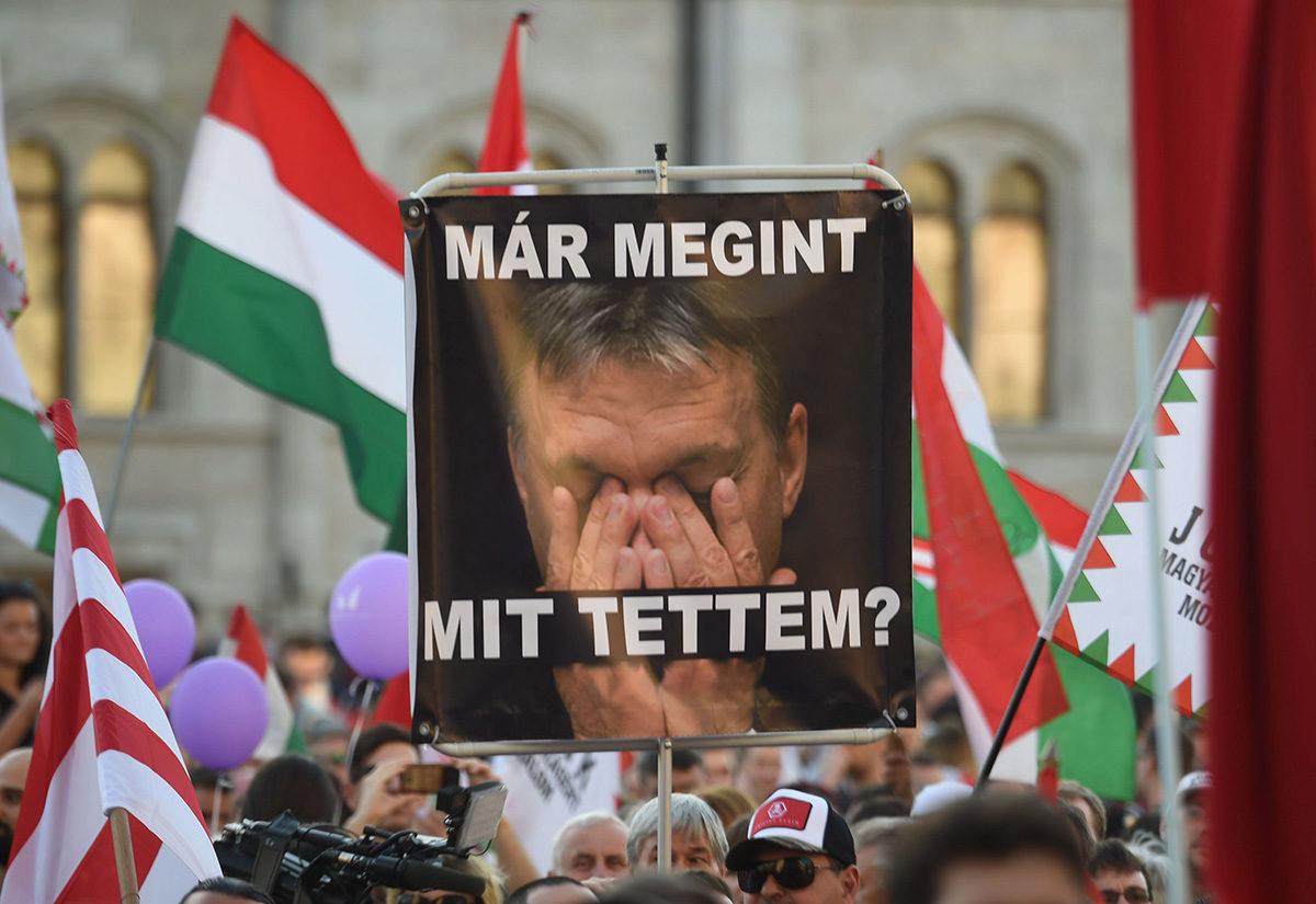 Unkarin hallitusta vastustava mielenosoitus Budapestissa 21. huhtikuuta 2018.