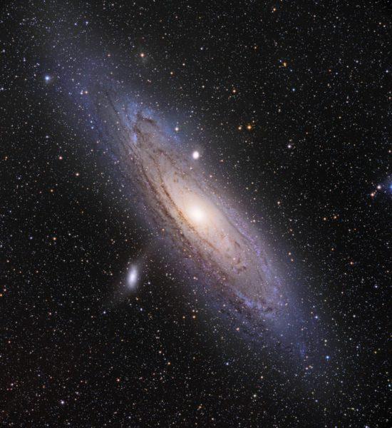 Linnunradan massa pääteltiin 50 naapurigalaksin liikkeistä. Kuvassa lähin naapurimme Andromeda.