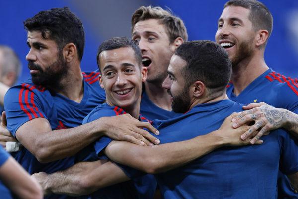 Espanjan maajoukkueen pelaajia harjoituksissa jalkapallon MM-kisoissa Venäjän Sotšissa 14. kesäkuuta 2018.