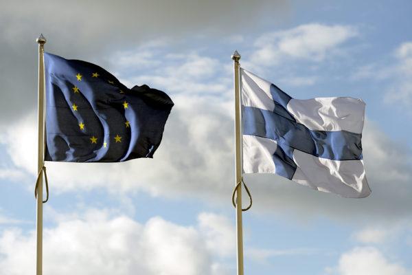 EU:n ja Suomen liput.