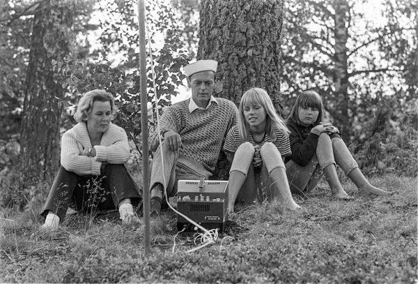 Leif Wagerin kesäpaikassa televisio viedään ulos.