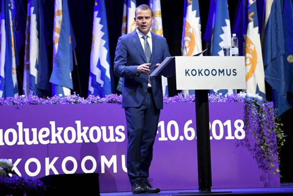 Uudelleen kokoomuksen puheenjohtajaksi valittu, valtiovarainministeri Petteri Orpo kokoomuksen puoluekokouksessa 9. kesäkuuta 2018.