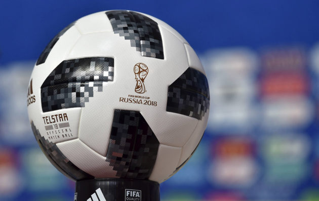 Vuoden 2018 jalkapallon MM-kisojen virallinen pelipallo Telstar 18.