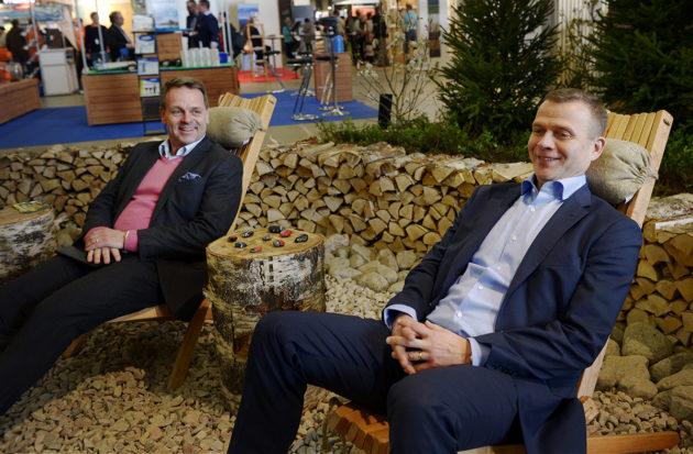 Kokoomuksen puheenjohtaja Petteri Orpo (oik) ja Helsingin pormestari Jan Vapaavuori Helsingin kevätmessuilla Messukeskuksessa 6. huhtikuuta 2017.