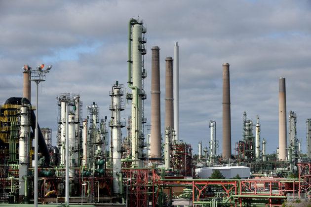 Nesteen öljynjalostamo Porvoon Sandvikenissä.