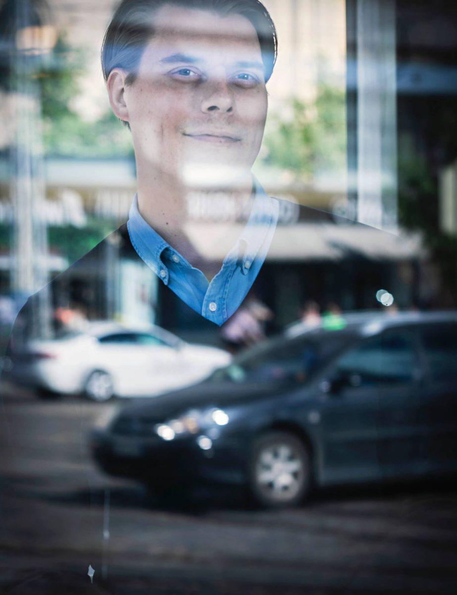 Joel Järvinen markkinoi Uberia yksityisautoilun vaihtoehtona.