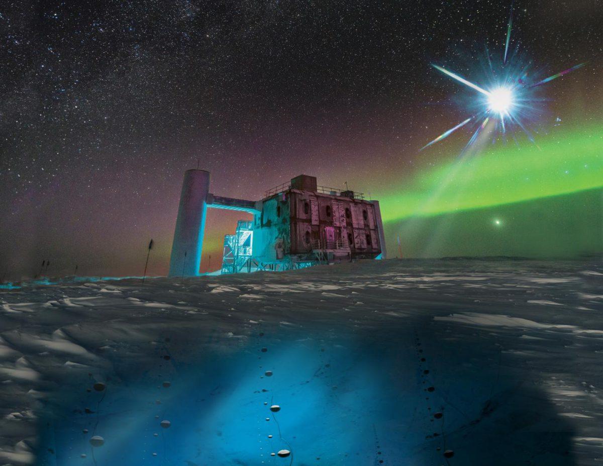 Etelämantereella sijaitsevan IceCube-observatorion kosmisia neutriinoja havaitseva laitteisto on kaivettu syvälle jään alle. Kuvittajan kuva.
