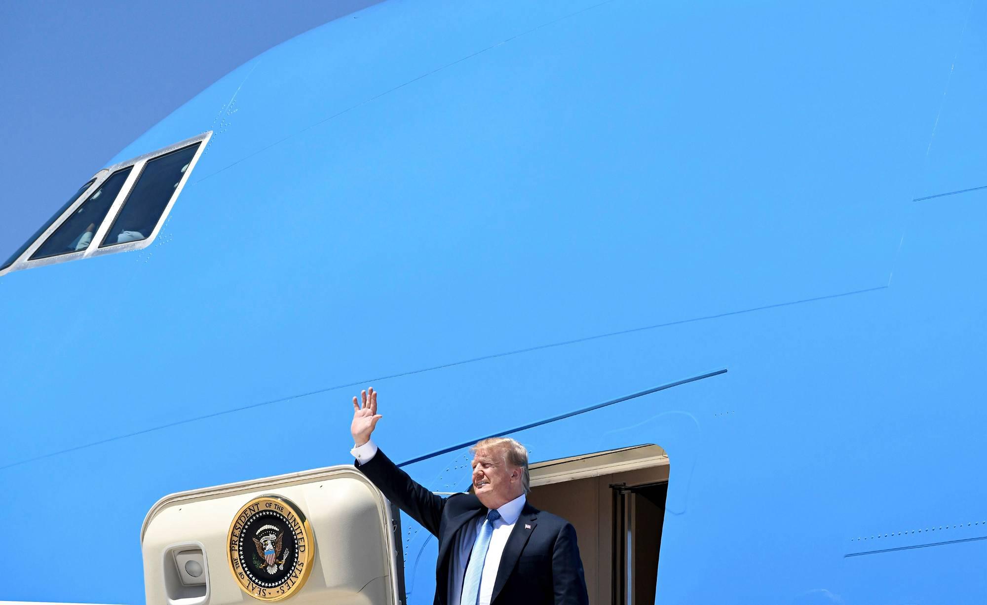 Donald Trump tervehti nevadalaisia Las Vegasin lentokentällä 23. kesäkuuta 2018.