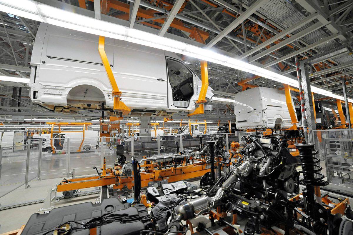 Puolassa tehdään Volkswagen Crafter -pakettiautoja.