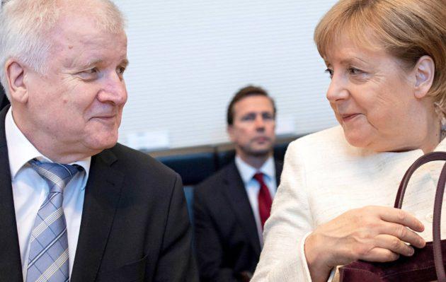 Horst Seehofer ja Angela Merkel keskustelivat Berliinissä 3.7.