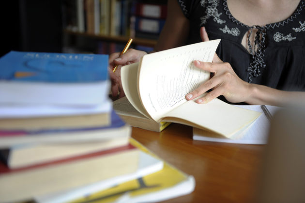 Opiskelua. Kuvituskuva.