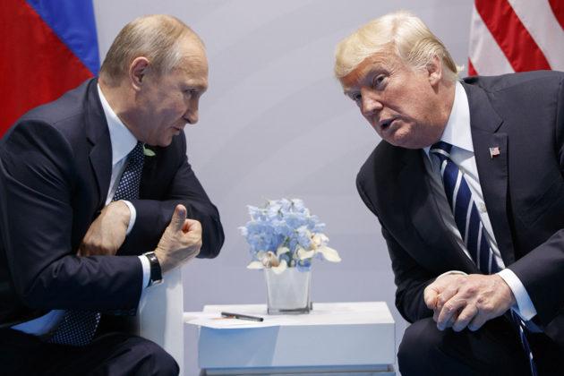 Venäjän presidentti Vladimir Putin ja Yhdysvaltain presidentti Donald Trump tapasivat G-20-kokouksessa Hampurissa heinäkuussa 2017.