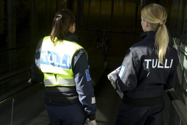 Tullin työntekijöitä Helsinki-Vantaan Lentoasemalla.