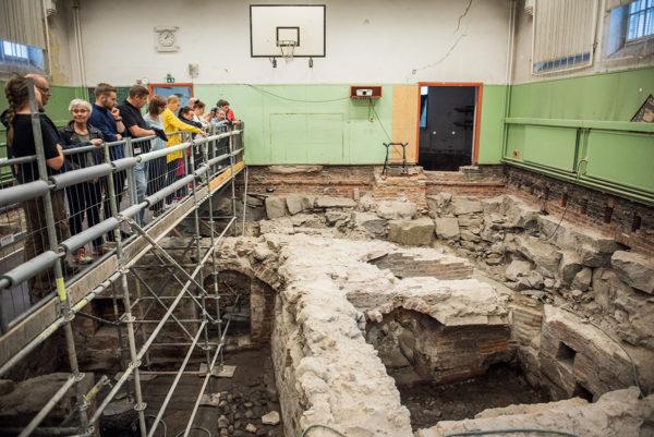 Turun Katedralskolanin kaivauksille on perustettu pop up -museo, jonka opastetut kierrokset jatkuvat 14. heinäkuuta asti.