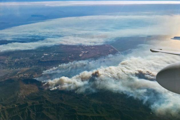 Maastopalojen levittämää savua eteläisen Kalifornian yllä vuonna 2017.