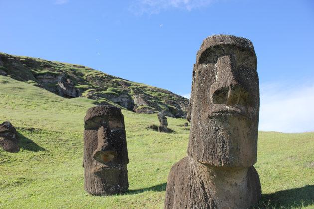 Pääsiäissaaren moai-patsaat esittävät rapanui-kansan esi-isähahmoja.
