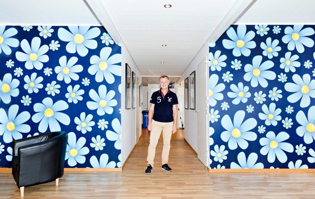 Ryhmäjohtaja Jörgen Grubb Malmön puoluetoimistolla. Ruotsidemokraatit-puolueen puoluetoimiston sijainti on turvallisuussyistä salainen.
