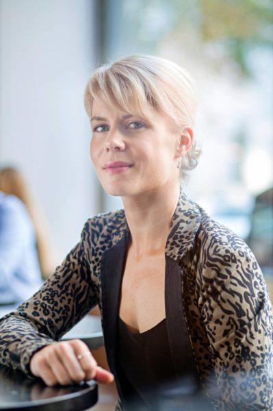 Ylen Pariisin-kirjeenvaihtaja Annastiina Heikkilä kävi elokuussa raportoimassa Suomessa presidentti Emmanuel Macronin vierailusta.