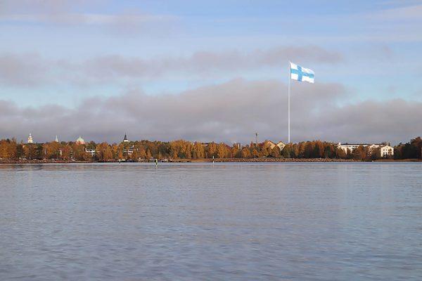 Maailman suurimman Suomen lipun tanko tehdään Pietarissa. Havainnekuva.