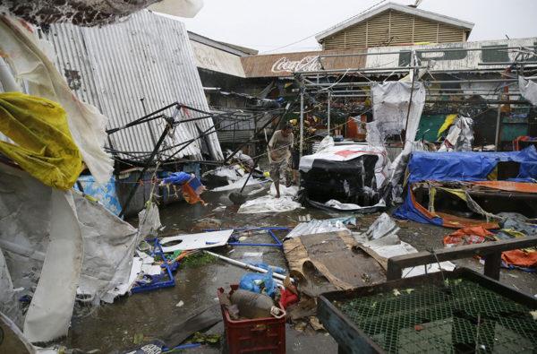 Taifuuni Mangkhutin aiheuttamia tuhoja Filippiineillä 15. syyskuuta 2018.