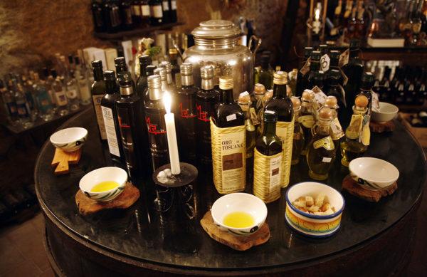 Oliiviöljyllä on keskeinen osa perinteisessä Välimeren ruokavaliossa.