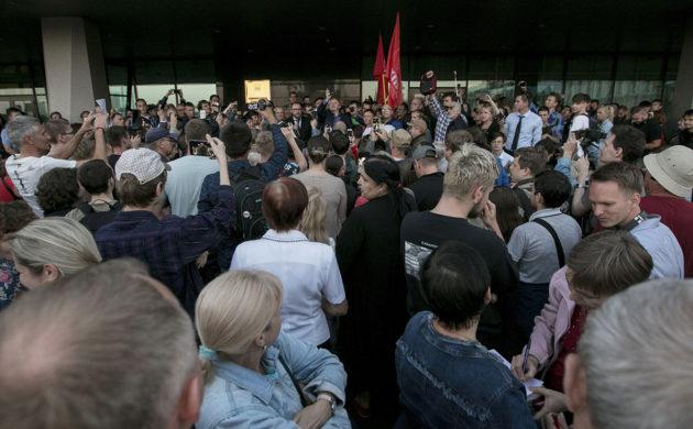 Kuvernöörinvaalien tulos toi mielenosoittajat kaduille Vladivostokissa 17. syyskuuta 2018.