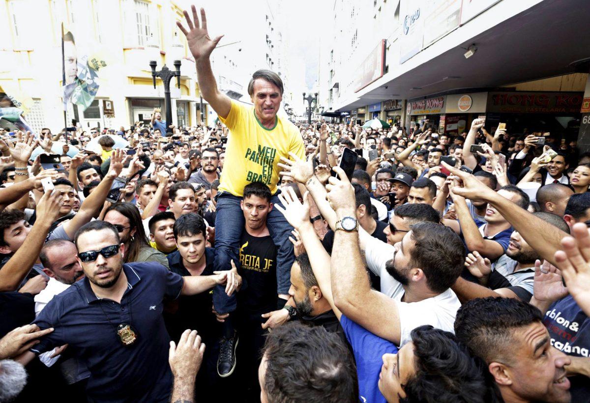Jair Bolsonaro kampanjoi Juiz de Forassa 6. syyskuuta hetkeä ennen puukotusta.