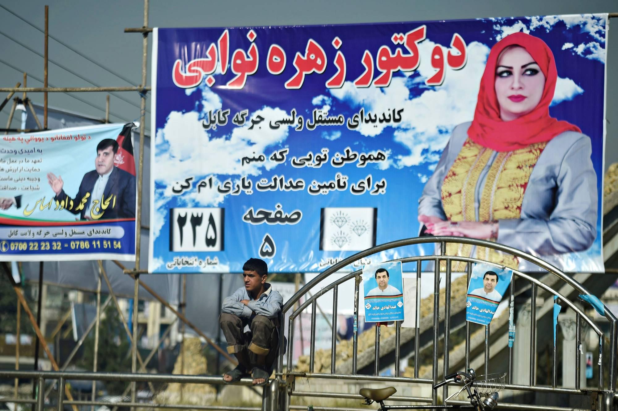 Parlamenttivaalit järjestetään 20. lokakuuta. Ehdolla on myös naisia, heidän joukossaan tohtori Zuhra Nawabi.