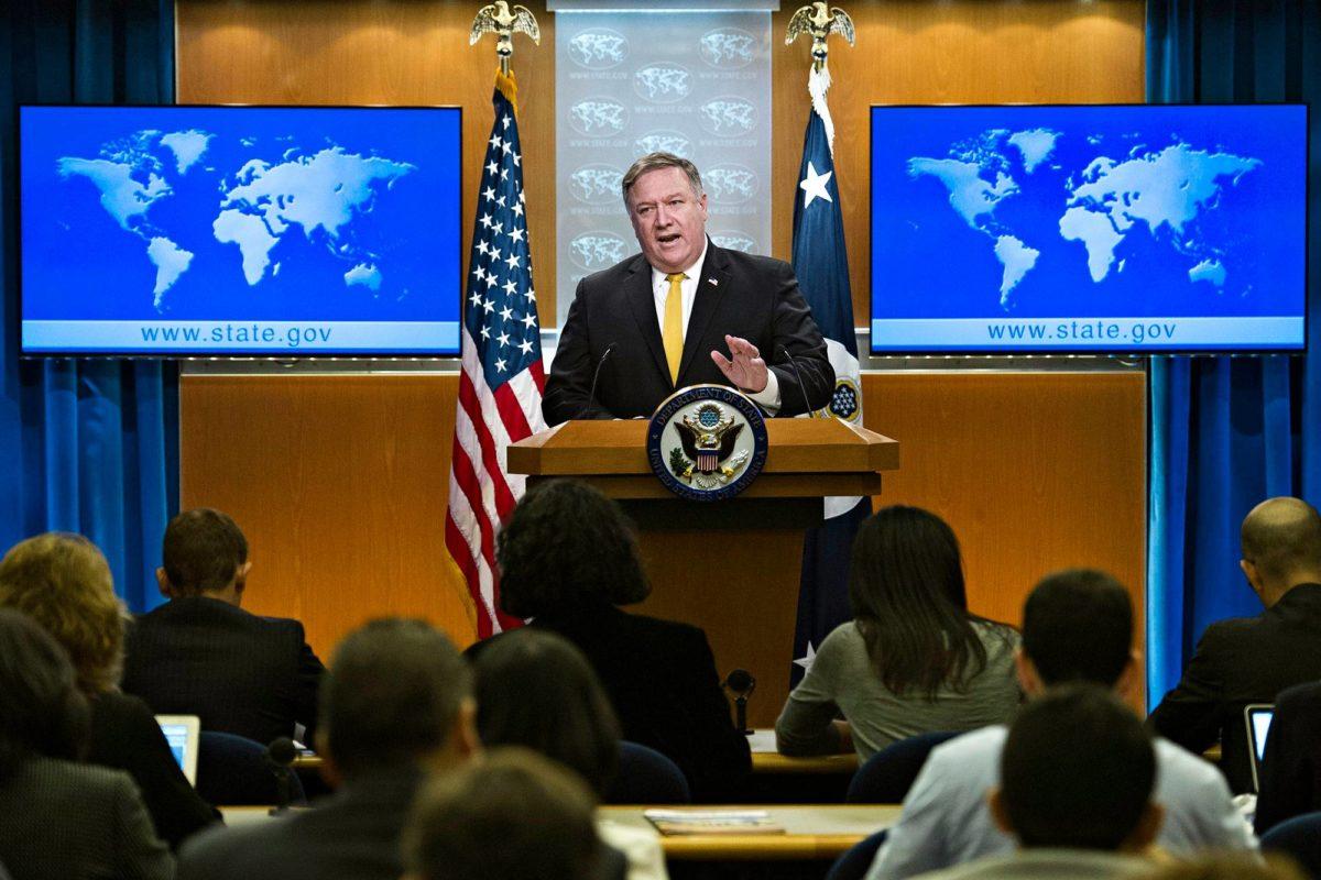 Ulkoministeri Michael Pompeo puhui toimittajille Iranista Washingtonissa 3. lokakuuta.