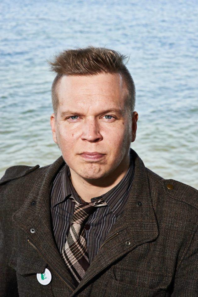 Runoilija Ville Hytönen asuu Tallinnassa.