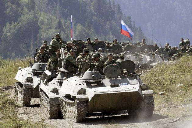 Venäjän joukot etenivät kohti Georgian rajaa elokuussa 2008. Arkistokuva.