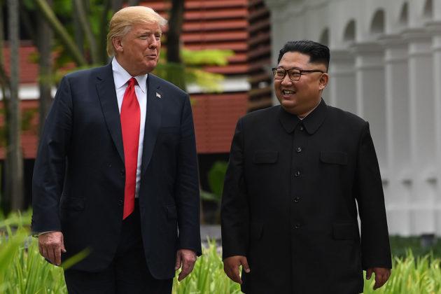 Yhdysvaltain presidentti Donald Trump ja Pohjois-Korean johtaja Kim Jong-un tapasivat Singaporessa 11. kesäkuuta 2018.