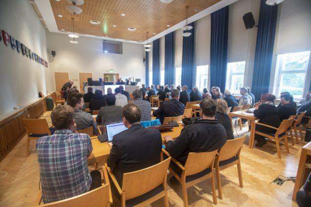 LKS 20180911 Täysi sali Kittilän kuntapäättäjien virkarikosjutun pääkäsittelyn alkamispäivänä Lapin käräjäoikeudessa Rovaniemellä 11. syyskuuta 2018. LEHTIKUVA / KAISA SIREN