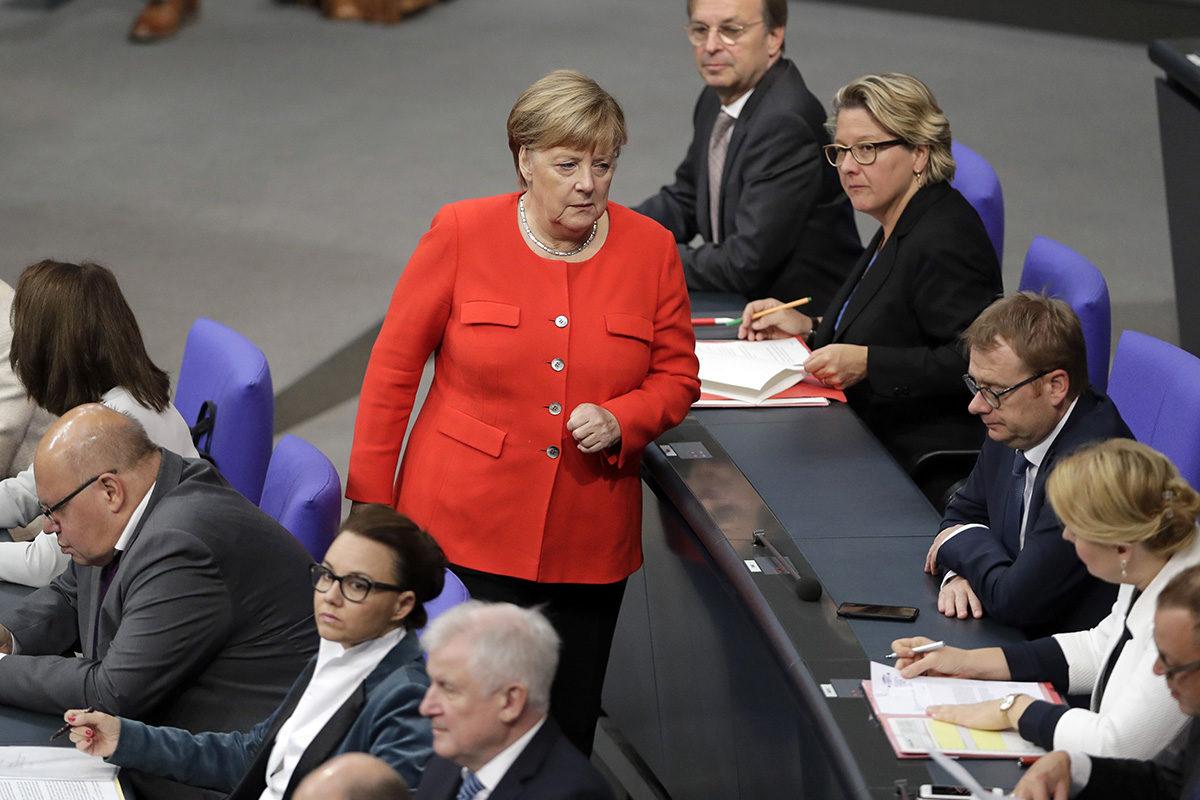 Liittokansleri Angela Merkel Saksan liittopäivien täysistunnossa 27. syyskuuta