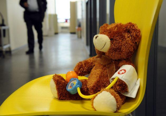 LKS 20120914 - Lapsi terveydenhuollossa. ... Health care of children. LEHTIKUVA / SARI GUSTAFSSON