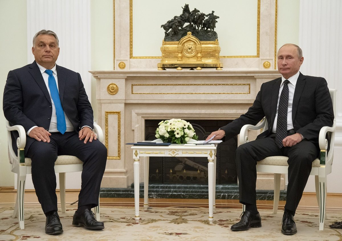 XAZ106; Hungarian Prime Minister Viktor Orban, left, pose for a photo Russian President Vladimir Putin during their meeting in the Kremlin in Moscow, Russia, Tuesday, Sept. 18, 2018. (AP Photo, Pool) AP / LEHTIKUVA / ALEXANDER ZEMLIANICHENKO