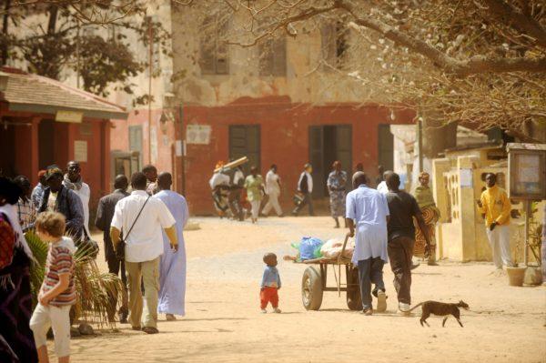 Katuelämää Goreen saarella 5. maaliskuuta 2009. ... Goree Island (Ile de Goree), Dagar, Senegal. LEHTIKUVA / ANTTI AIMO-KOIVISTO