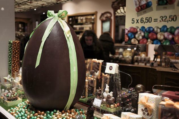 Suklaata belgialaisessa suklaakaupassa Brysselissä 24. maaliskuuta 2018.
