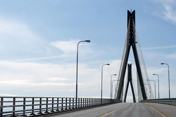Raippaluodon silta oli liikenneministeri Ole Norrbackin (r) hanke. Suomen pisin silta valmistui 1997.