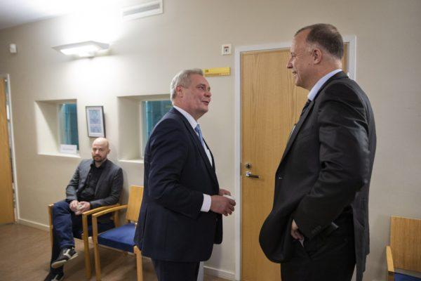 Antti Rinne ja Kari Uoti kohtasivat Kittilän kuntapäättäjien virkarikoskäräjillä Rovaniemellä 19. marraskuuta.