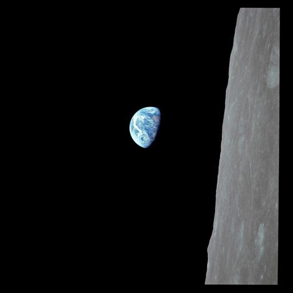 Kuun takaa nouseva Maa on yksi historian tunnetuimpia avaruuskuvia.
