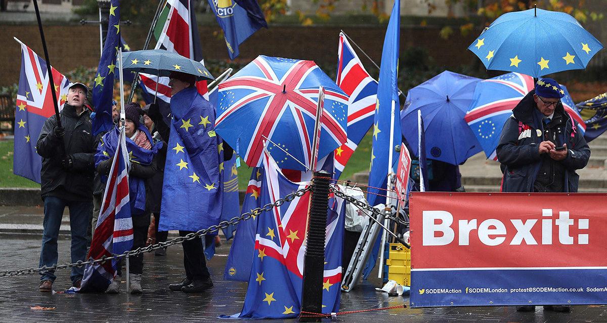 Brexitiä vastustavia mielenosoittajia Britannian parlamentin edustalla 20. marraskuuta 2018.