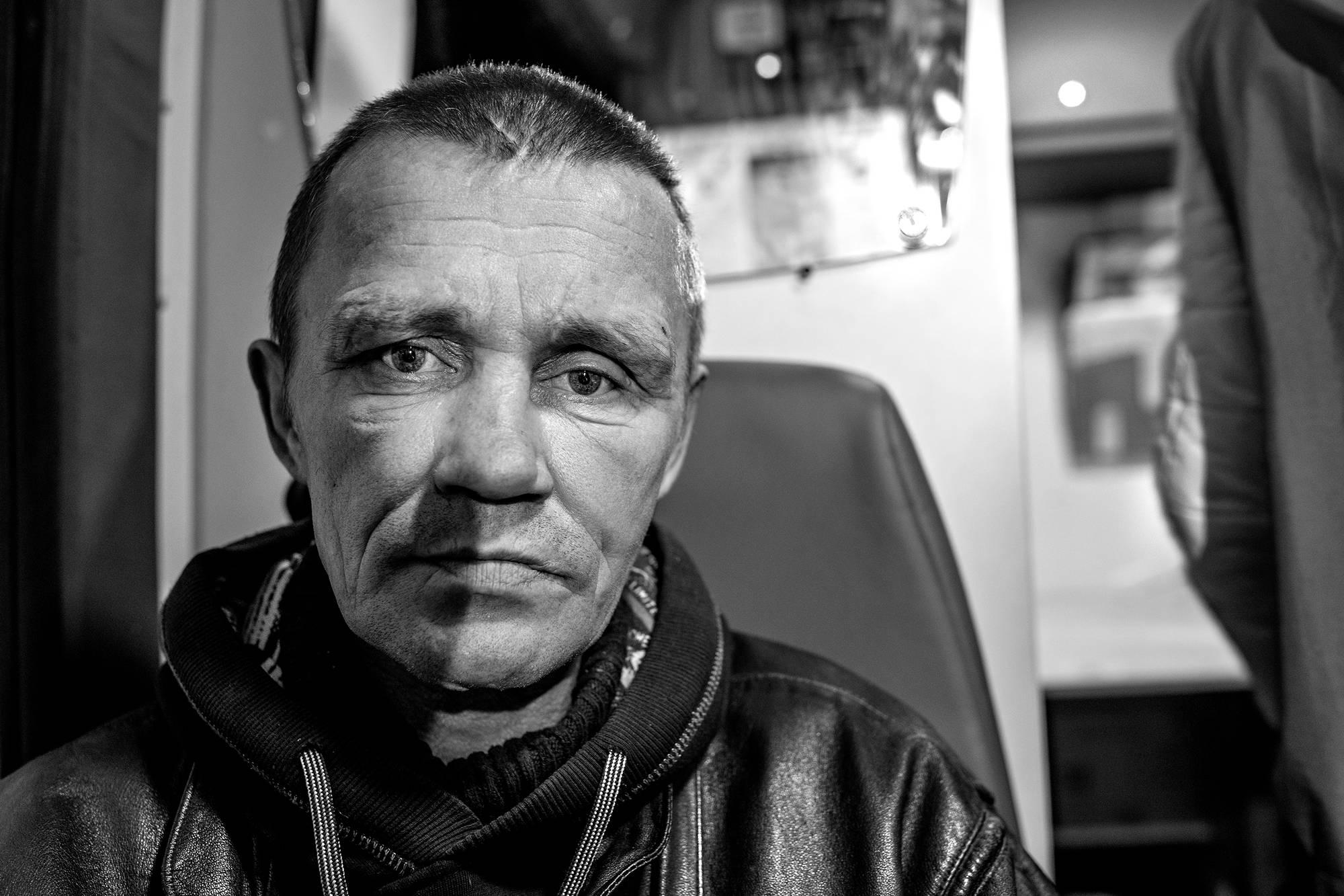 Mihail istui vankilassa 22 vuotta. Hän käy avustusbussilla joka viikko.
