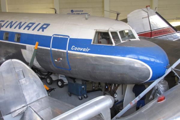 Suomen Ilmailumuseon suurin kone Convair Metropolitan uhkaa jäädä mottiin, sillä Aviapoliksen aluetta rakennetaan vauhdilla.